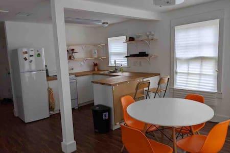 Gorgeous & Cozy Dallas historic district apartment