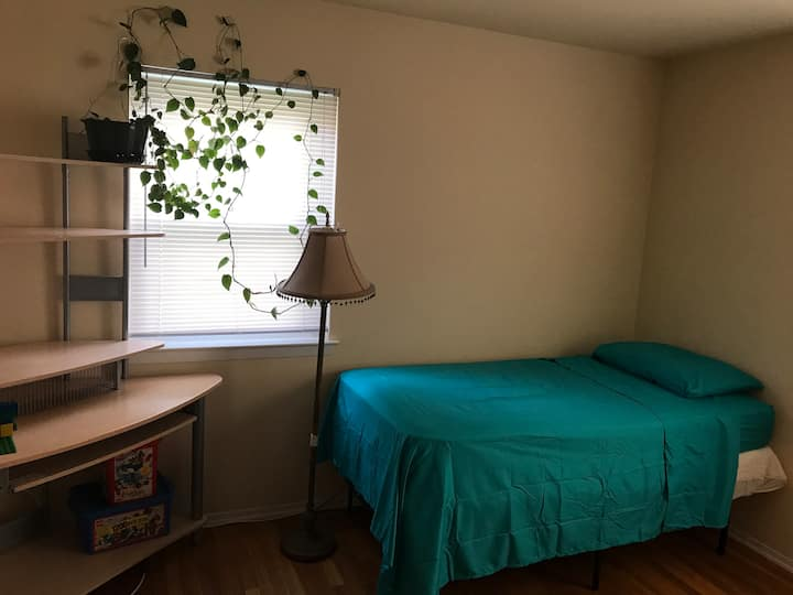 Cozy Private Room easy access to Rutgers & NYC