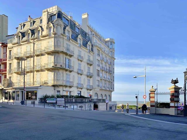 Studio face à la Grande Plage et l'Hôtel du Palais