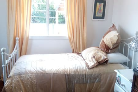 Single Gold Bedroom @ Kyogle Comfy Homestay