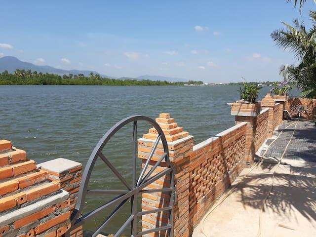 Kampot Pathways bungalow #2, riverfront, Fish Isld