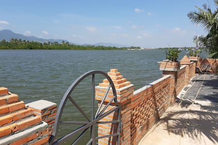 Kampot Pathways Bungalow #1, absolute riverfront