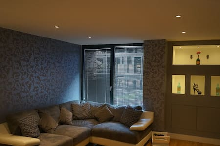 2 Bed Apt  - Close to Piccadilly Station