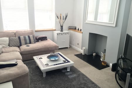5min drive to beach & ideal for city centre events