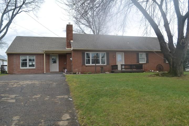 Maple Leaf cottage (Amish owned)