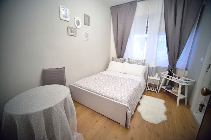 CHEAP AND CHIC SINGLE ROOM