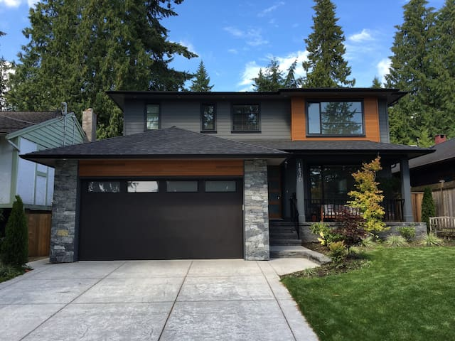 BRAND NEW 5bd, 5.5bath LYNN VALLEY Home - North Vancouver