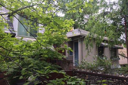 Old Woodlake carriage house /garage - Sacramento - Wohnung