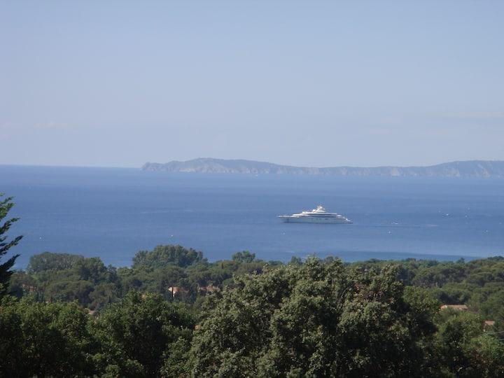 Charming duplex near Saint Tropez, superb sea view