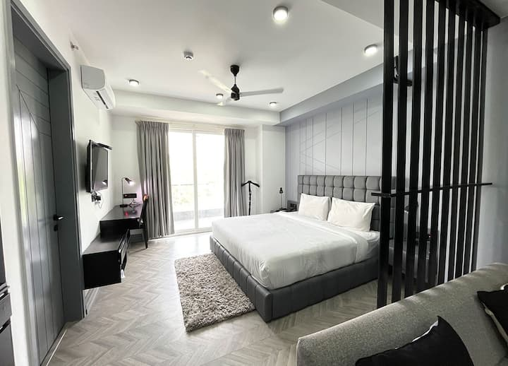 Studio Service Apartment in MG ROAD by Bedchambers
