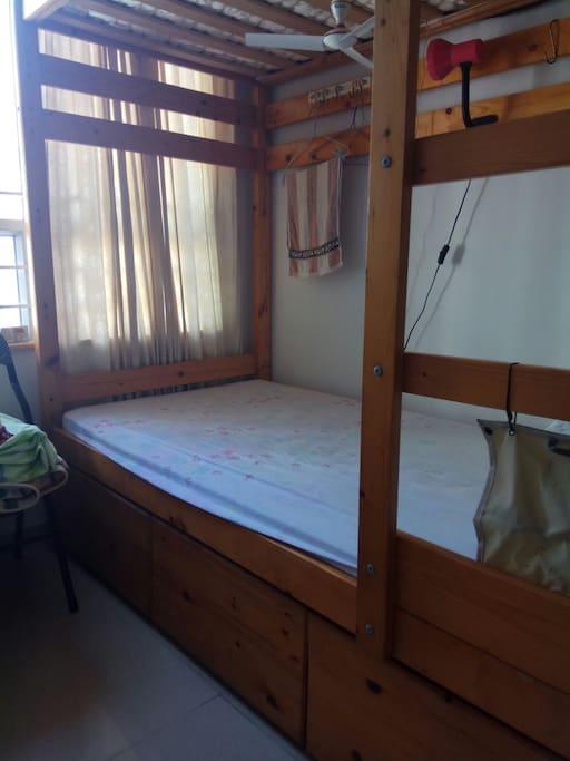 單人床房間
