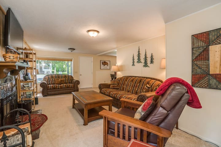*New Listing* Peaceful Pines Vacation Home