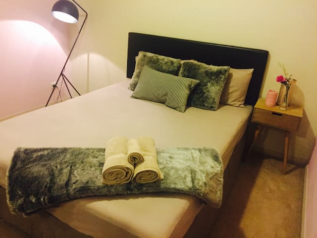 Luxury /Budget/Females only - Merrylands - Haus