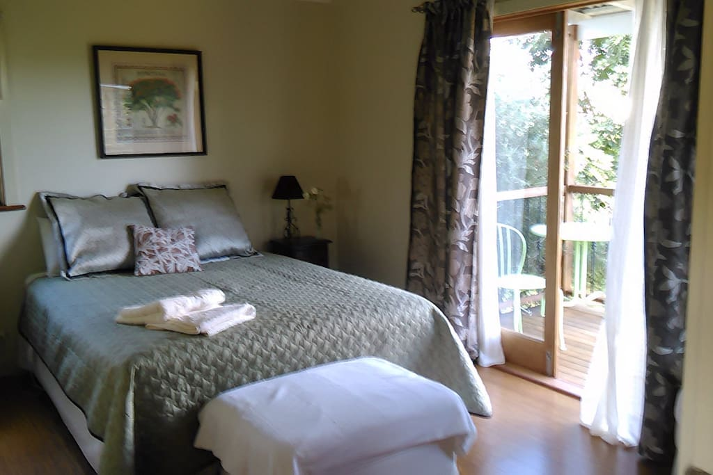 Poinciana room, queen bed, en suite and balcony
