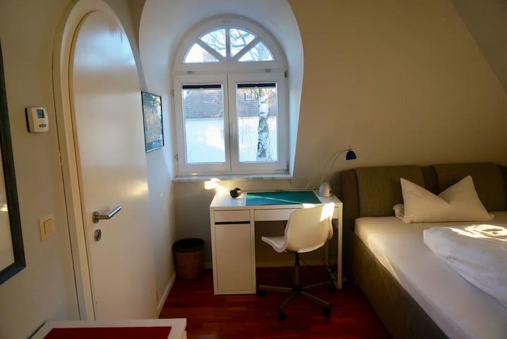Central & Quiet Room