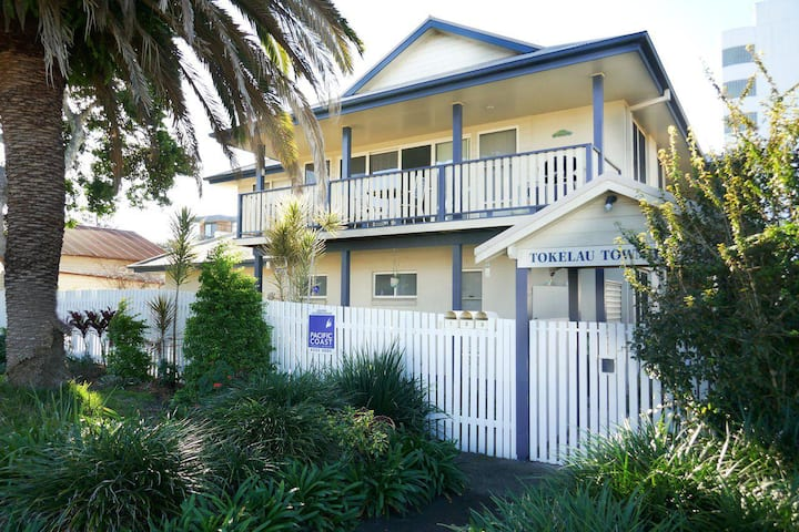 Tokelau Townhouse 1 - Central Tuncurry Location!