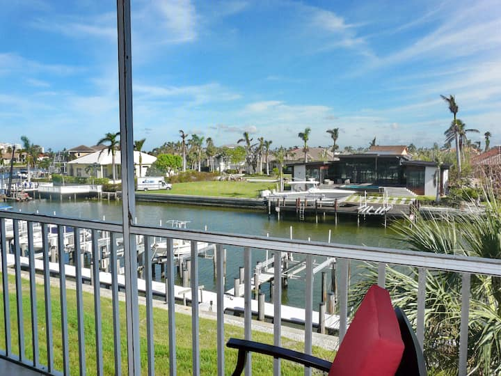 Tranquil waterfront condo w/ heated pools & short walk from South Beach