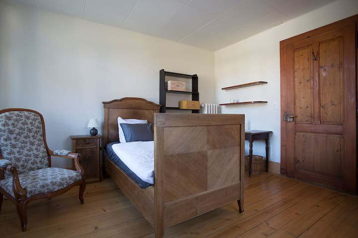 Charming Single Room in Swiss Villa- Superb View - Lavey-Morcles - Villa