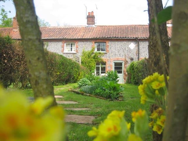 Mash's Row Cottage, Aylsham