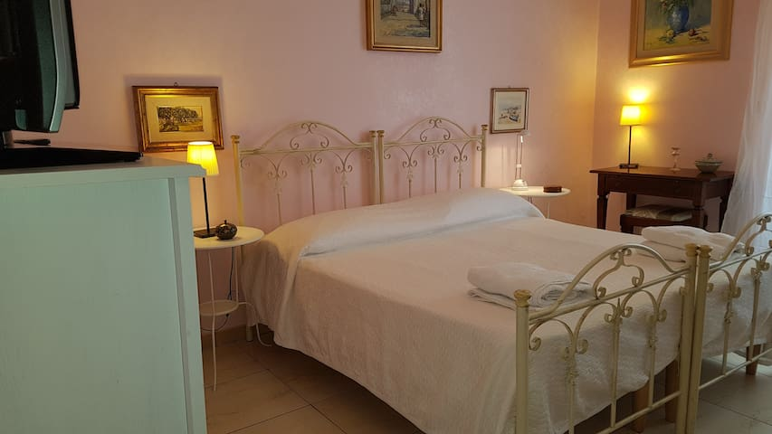 """Aria di Casa"" Apartment in the center of Taranto"