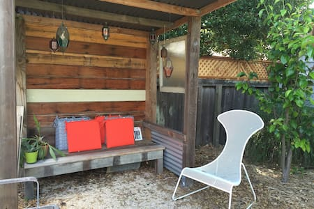 Island Living! Private, separate and secure room. - Alameda