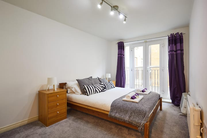 Large Apartment close to Manchester City Centre and Spinningfields