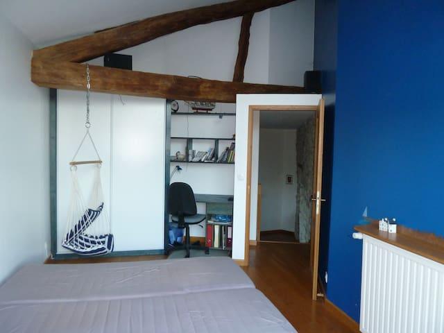 Chambre dans village avec vue sur Belledonne - Bernin - Reihenhaus