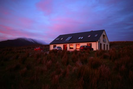1 x Double ensuite room (red) - Achill