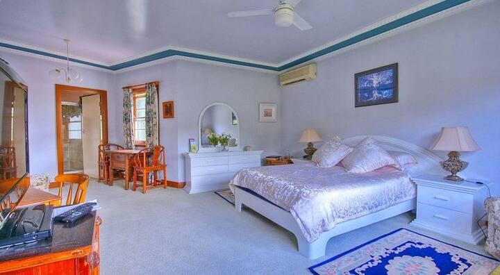Juparana Room at Melville House B&B