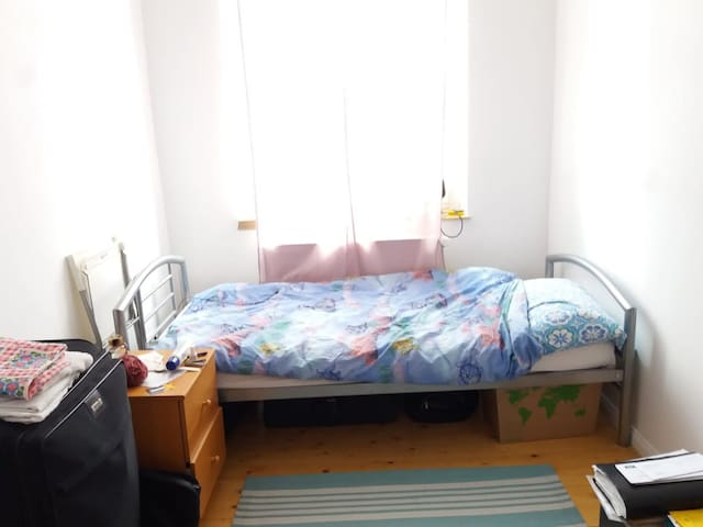Wohnung zentral, near to the University(city)