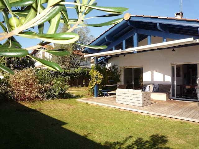 Very pleasant and quiet House with a Garden - ANGLET - Casa