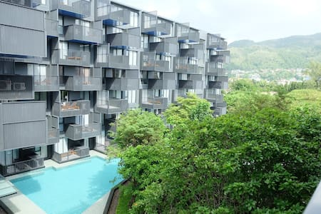 Newly! One Bedroom with Pool View, The Deck Patong - Kondominium