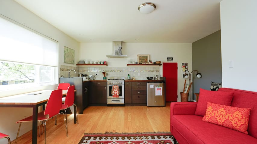 Sweet Bay View Apartment in Oakland