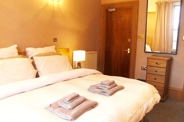 Private Bathroom - City Centre - King Bed