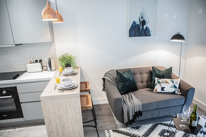 The City Chic Boutique Apartment by Opulent