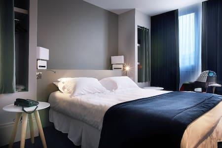 Jolie chambre confortable et moderne au coeur de Chambéry, piscine et parking sur demande