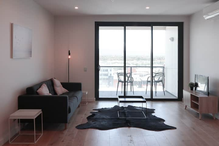CBD New constructed 2 Bedroom 2 bath Apartment