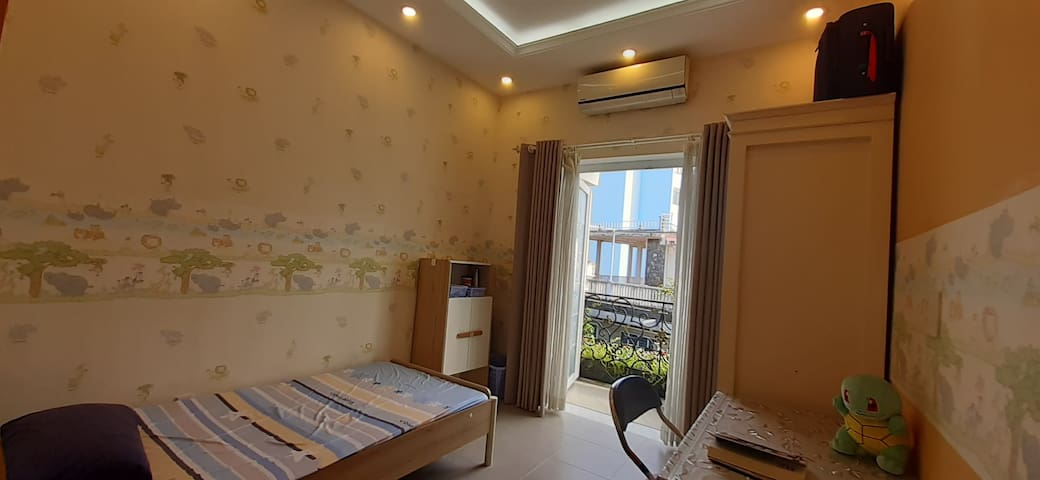 Private clean full light bbalcony single bed room