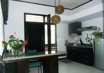 Gladiol Apartment B7A: For Traveling Businessmen