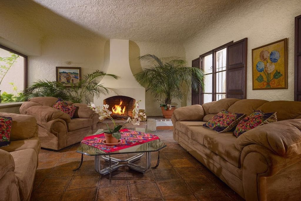You will love having a cup of guatemalan coffe in our living room with chimney. Very bright and spacious!