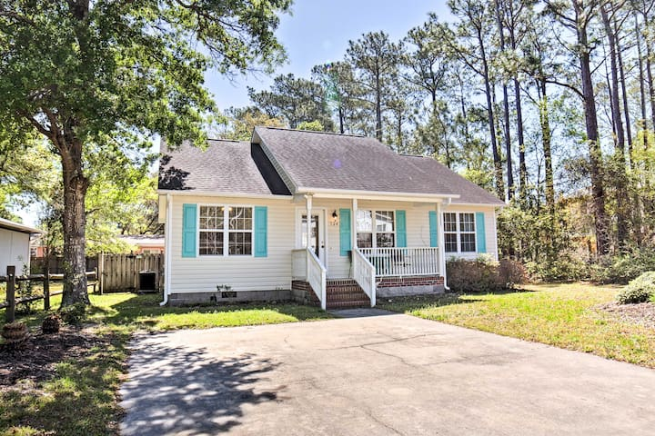 Oak Island Cottage - Walk to Beach & Intracoastal!