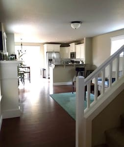 Nestled 3 Bedroom Home in Mt. Scott - Portland - House