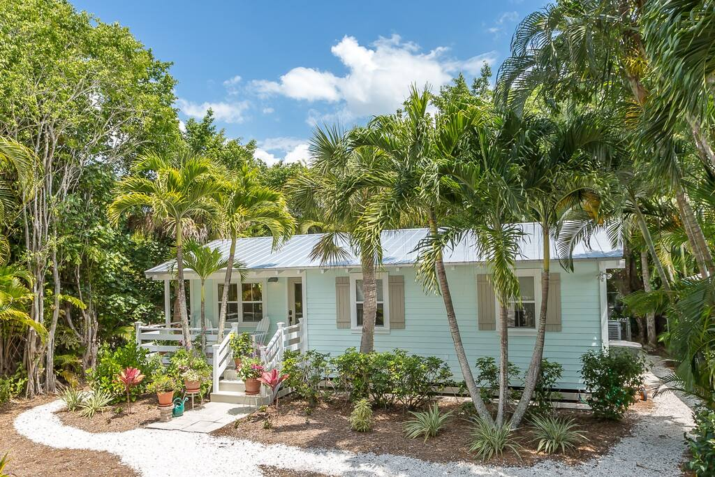 Sanibel Island Cottages: Sanibel Island Cottage W/Sun Porch And Gourmet Kitchen