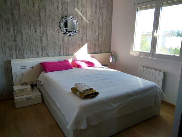 Habitacion suite con cama 1,60 + baño privado