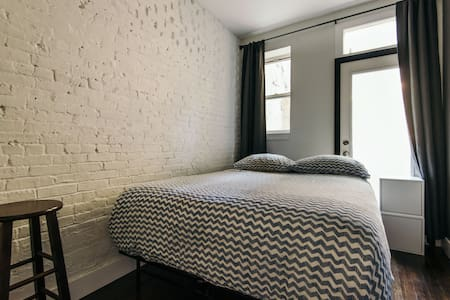 Gorgeous Brooklyn room with private patio - Brooklyn