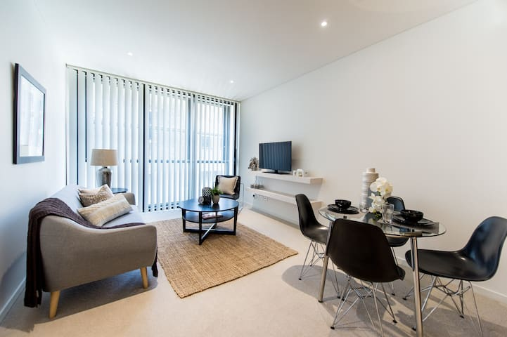 Brand NEW, Furnished Apartment in North Sydney CBD