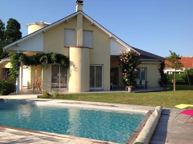 Dernière minute! Maison avec piscine 4-6 personnes