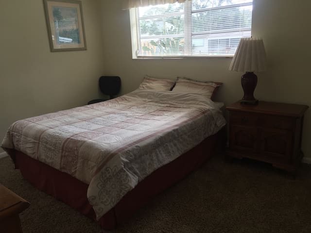 Private, cozy room. - Fort Lauderdale - House