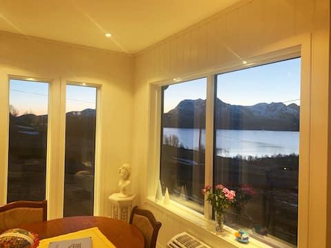 Panoramaudsigt over Eidsfjorden i smukke Vesterålen