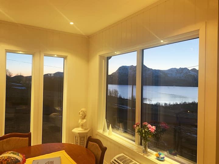 Panoramautsikt over Eidsfjorden i vakre Vesterålen